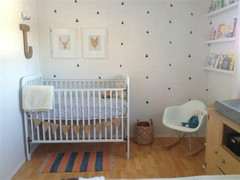 chambre b b papier peint décorer la chambre bébé garçon conseils et exemples