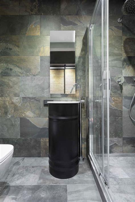 modern small bathroom ideas  dramatic design