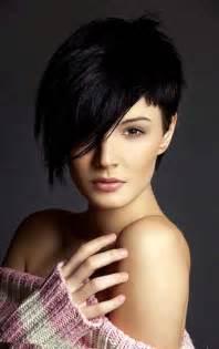 coupe cheveux bouclã s visage rond coupe courte femme avec frange selon la forme du visage