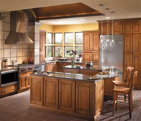 chocolate maple kitchen cabinets 25 best images about kitchens light brown on 5405