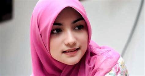 artis muda tercantik  indonesia berbagi