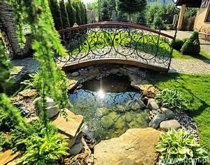 Oczko wodne w przydomowym ogrodzie Czy potrzebne