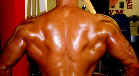 Back Exercise: Quick Tip: Pose for Wider Lats| Muscle ...