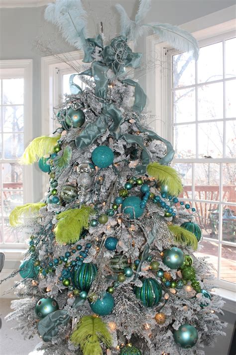 best colors for christmas tree decorations 15 great colorful ideas for home christmas decorations founterior