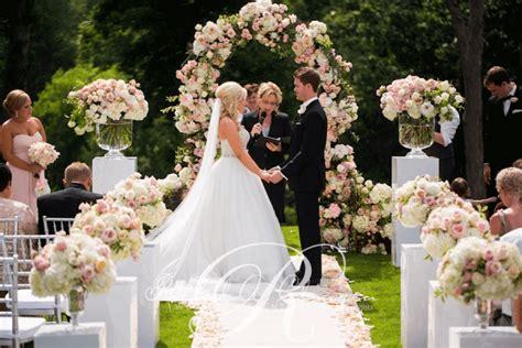an outdoor wedding ceremony at s hunt club wedding decor toronto a clingen