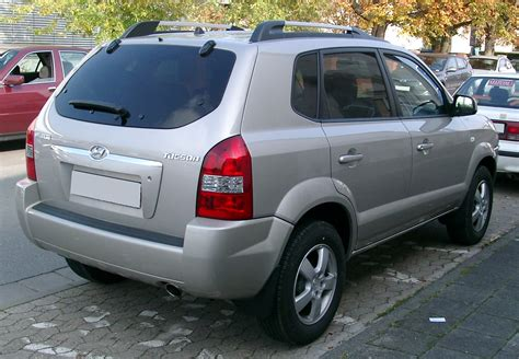 Cars Reviews Images  Pictures And Specs Hyundai Tucson