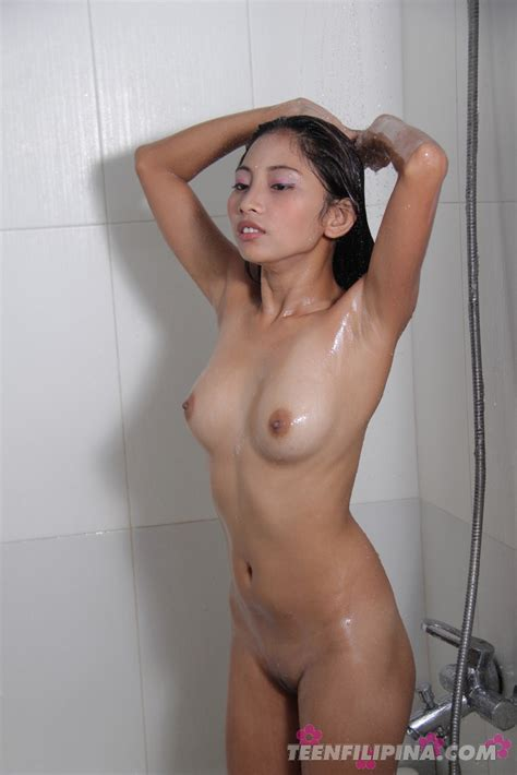 Amateur Shots Of Teen Filipina Girl Friend Maybel Showering Off After Sex