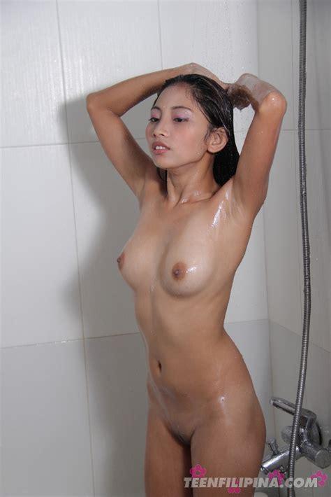 Amateur Shots Of Teen Filipina Girl Friend Maybel Showering Off After Sex