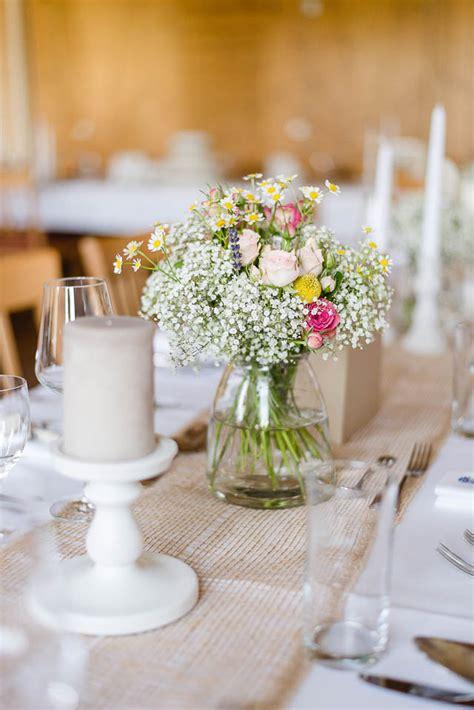 Blumen Hochzeit Dekorationsideenblumen Dekoration Fuer Gartenhochzeit by Rustikale Hochzeit Inspiriert Austen Candid