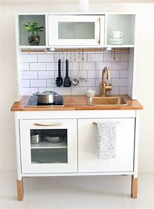 Ikea Duktig Rückwand : cutest ikea hack duktig play kitchen barnrum ikeak k och lekrum ~ Frokenaadalensverden.com Haus und Dekorationen