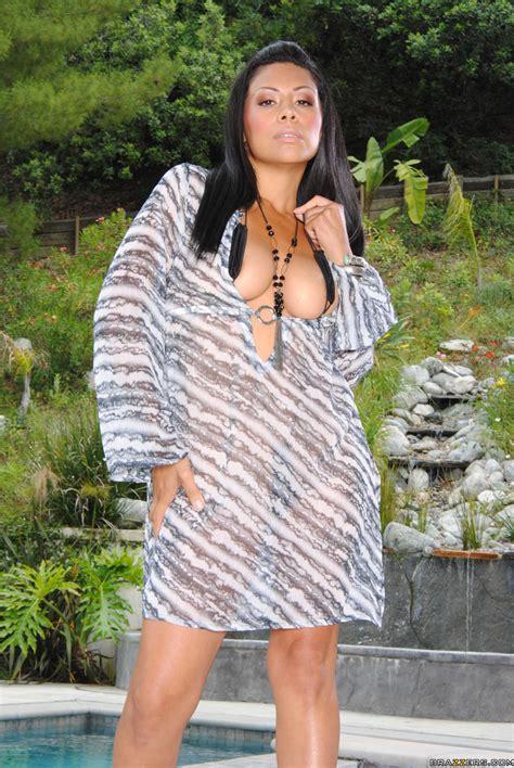 Nude Brunette Is Wearing High Heels Photos Cassandra Cruz