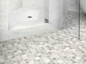 17 migliori idee su vinyl flooring bathroom su pavimenti bagno idee per il