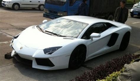 crashed white lamborghini car crash lamborghini aventador lp700 4 crash in china