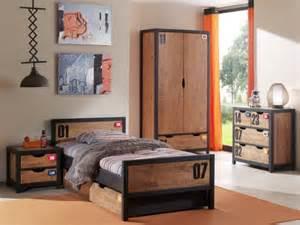 une table de chevet bois et m 233 tal pour une chambre d enfant industrielle maisonapart