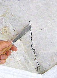 risse im mauerwerk ausbessern wand und decke reparieren mit den richtigen mitteln