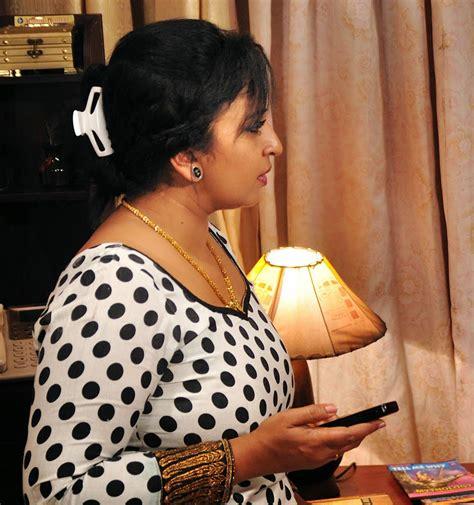 Malayalam Serial Actress Sona Nair Hot Side View Photos