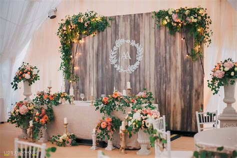 barnwood backdrop wedding ideas 결혼식 결혼식 아이디어 신부