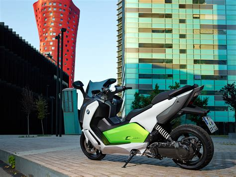 2 Person Scooter Bmw by The Fully Electric Bmw C Evolution Motorcycle Utilizes
