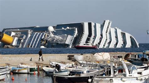 Cruise Ship Sinking In Italy  Pictures