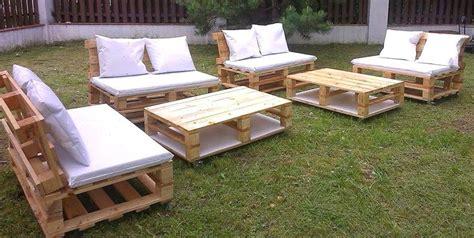 20 mod 232 les de salons de jardin fabriqu 233 s en bois de palettes en 2019 id 233 es bricolage meubles