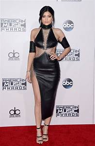 Photos ama 2015 kylie gigi kendall mini robe for Kylie jenner robe