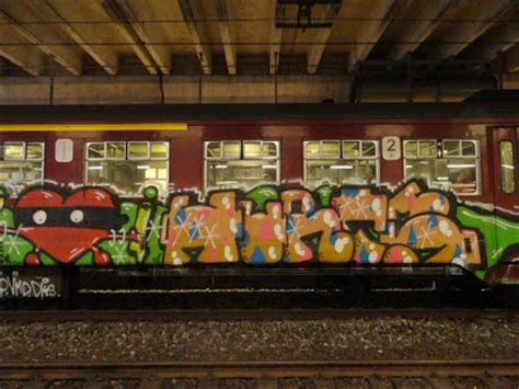 graffiti on trains vie de merde