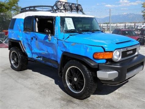 purchase   toyota fj cruiser wd damaged priced