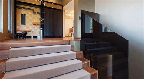 rivestire una scala in legno come rivestire le scale con la moquette guida illustrata