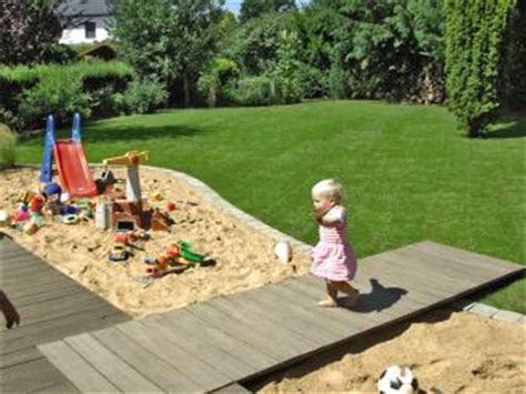 So Bauen Sie Eine Holzterrasse Mit Steg Bauhaus