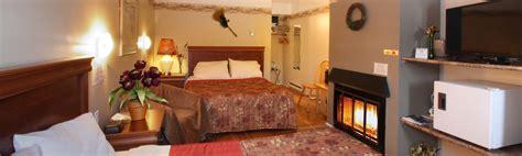 chambre de motel chambre avec deux lits plancher de bois naturel motel le