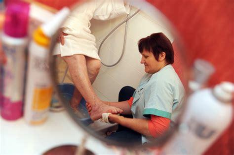 aide toilette personnes agees aide 224 la toilette