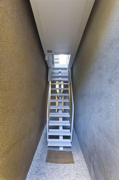 Escalier D'entrée De La Maison La Plus étroite Du Monde
