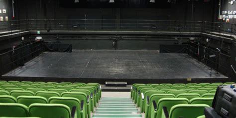 teatro di ringhiera ringhiera in scena