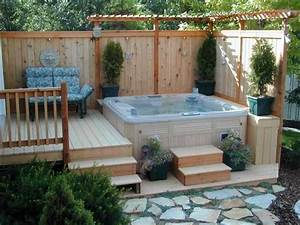 hot tub in small backyard with privacy fence ideas home With whirlpool garten mit blumenkübel holz rund