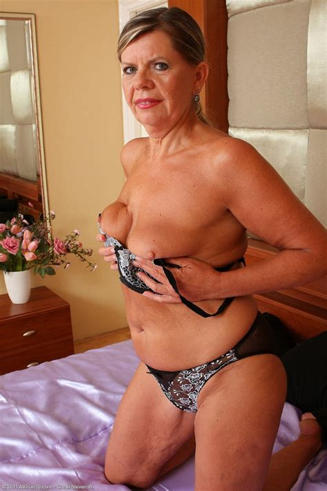 Allover30 Free Presents Older Woman Samantha Toying Her