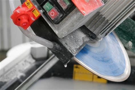 Plasplugs Tile Saw Change Blade by How To Operate An Mk Tile Saw And Cutter Ehow