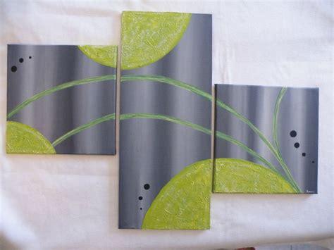 sans dessus dessous gris et vert anis photo de le monde acrylique un monde entoil 233