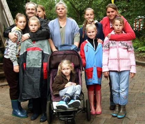 eine große familie die wollnys eine schrecklich gro 223 e familie bild 1 3 moviepilot de