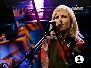 The Cranberries - Yesterday's Gone MTV Unplugged - YouTube