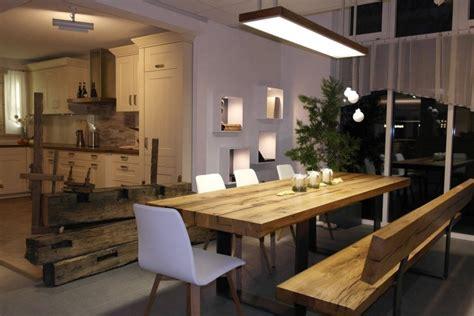 table salle a manger bois et blanc decoration salle a manger gris et blanc 7 table bois massif banc chaises blanches suspension