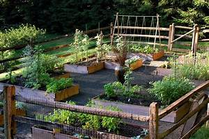 38 homes that turned their front lawns into beautiful With vegetable garden design raised beds