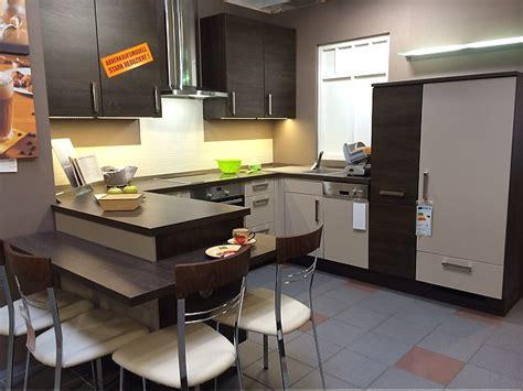 Küche Mit Sitzplatz by Nobilia Musterk 252 Che K 252 Che Mit Sitzplatz Ausstellungsk 252 Che