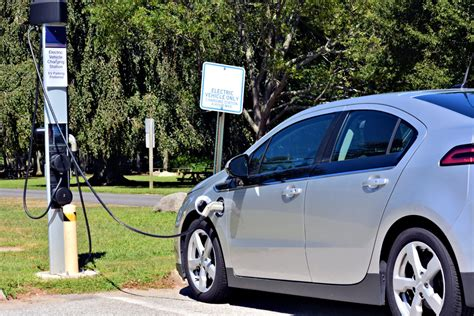 Buy Electric Vehicle by Should You Buy An Electric Car Or Hybrid Vehicle Simplemost