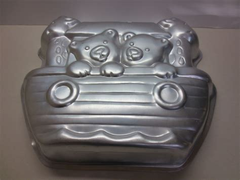 1999 Wilton Decorative Cake Pan In The Shape Of Noah's Ark