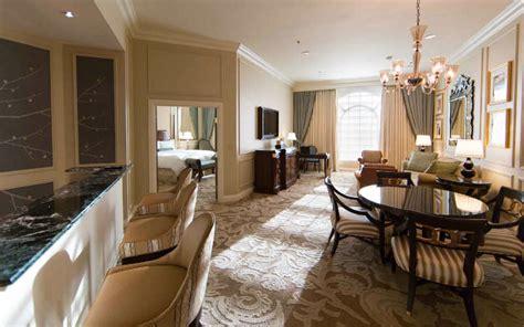 venetian rooms suites