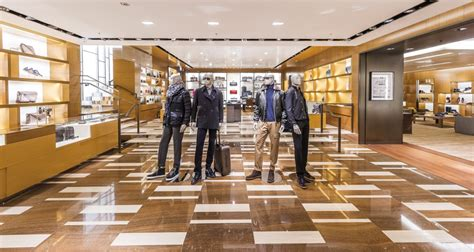 fashion news louis vuitton reopens  revitalizes  pacific place hong kong location da