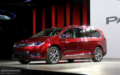 2017 Chrysler Pacifica Scores Impressive 28 Mpg Highway