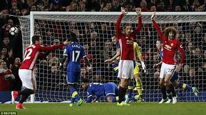 Manchester United 1-1 Everton: Ibrahimovic rescues point ...
