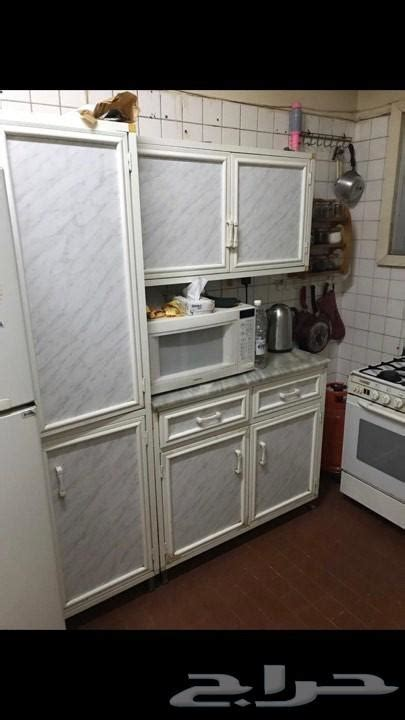 للبيع سفره قديمه طرابيزه و ٩ كراسي ٣ بوفيهات كبار. دولاب مطبخ مستعمل للبيع بجدة