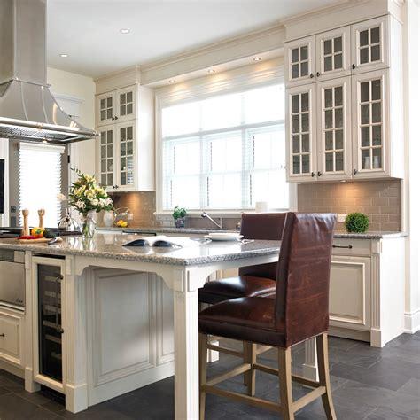 cellier cuisine cuisine avec cellier cuisine ilot central avec table